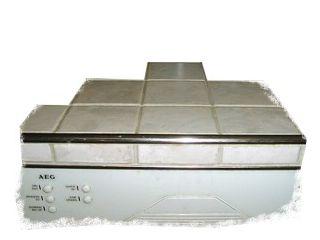 Vorderseite einer gefliesten Küchenarbeitsplatte, sauberer Abschluss mit V2A Viertelkreisabschluß (Blanke)